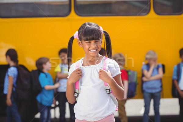 Cute uczniowie uśmiechnięty kamery szkolny autobus na zewnątrz Zdjęcia stock © wavebreak_media