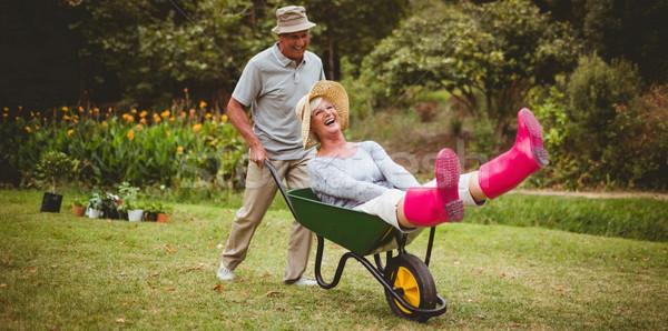 Gelukkig spelen kruiwagen vrouw Stockfoto © wavebreak_media