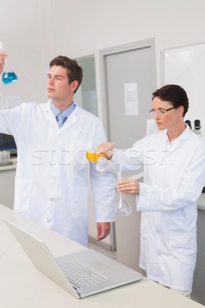 Cientistas trabalhando juntos mulher médico laptop Foto stock © wavebreak_media