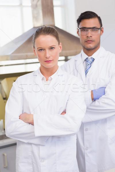 Grave científicos mirando cámara los brazos cruzados laboratorio Foto stock © wavebreak_media