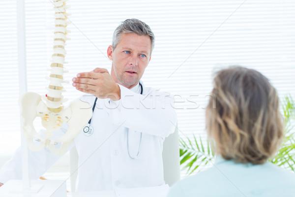 врач пациент позвоночник модель медицинской Сток-фото © wavebreak_media