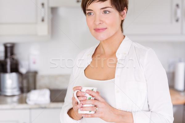Mulher grávida bebida quente casa cozinha feliz grávida Foto stock © wavebreak_media