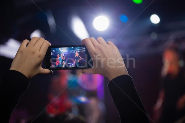 Publiek video band mobiele telefoon discotheek vrouw Stockfoto © wavebreak_media