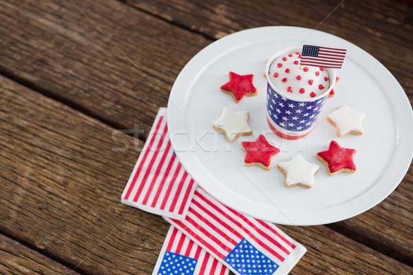 Patriotyczny kawy amerykańską flagę drewniany stół niebieski Zdjęcia stock © wavebreak_media