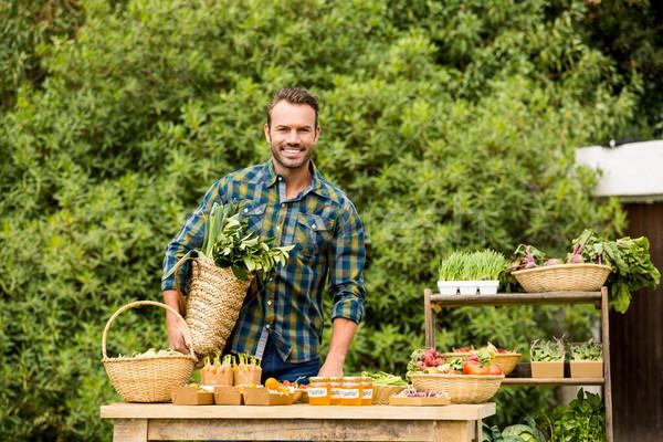 Portret glimlachend man verkopen organisch groenten Stockfoto © wavebreak_media