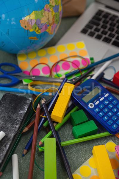 Fournitures scolaires tableau livre fenêtre Photo stock © wavebreak_media