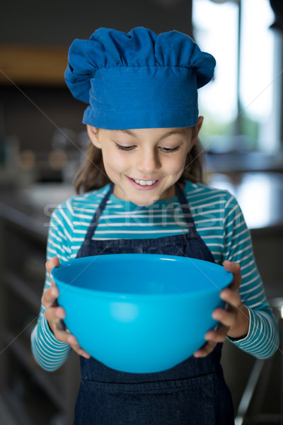 Sorridente menina olhando tigela cozinha Foto stock © wavebreak_media