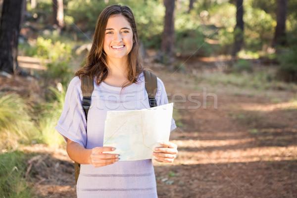 Bella bruna escursionista mappa sorridere ritratto Foto d'archivio © wavebreak_media