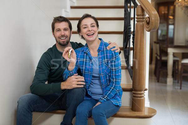 Couple maison clé séance escaliers Photo stock © wavebreak_media
