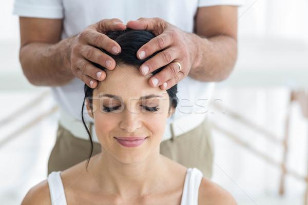 Zwangere vrouw hoofd massage masseur home lichaam Stockfoto © wavebreak_media