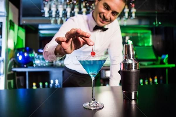 Stockfoto: Barman · cocktail · kers · bar · counter · man