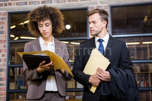 Abogado mujer de negocios mirando documentos oficina hombre Foto stock © wavebreak_media