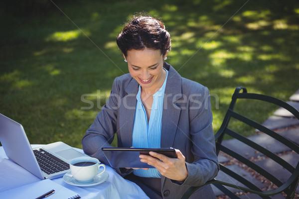 Imprenditrice tablet caffè ristorante business computer Foto d'archivio © wavebreak_media