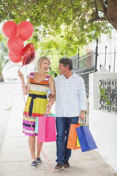 幸せ カップル ショッピングバッグ 風船 徒歩 歩道 ストックフォト © wavebreak_media