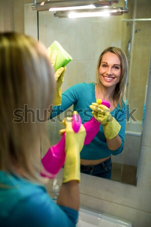 Businesswoman looking at sticky note Stock photo © wavebreak_media