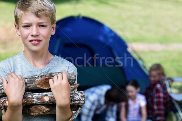 Fiú hordoz tűzifa kívül sátor család Stock fotó © wavebreak_media