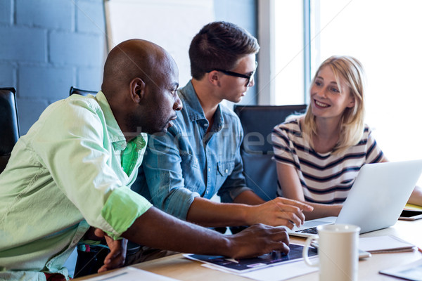 Collega's bespreken bureau kantoor vrouw vergadering Stockfoto © wavebreak_media