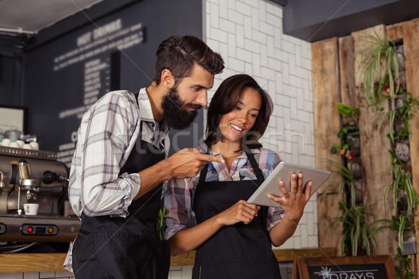 Sorridere cameriere cameriera digitale tablet business Foto d'archivio © wavebreak_media