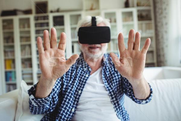 Idős férfi visel virtuális valóság headset Stock fotó © wavebreak_media