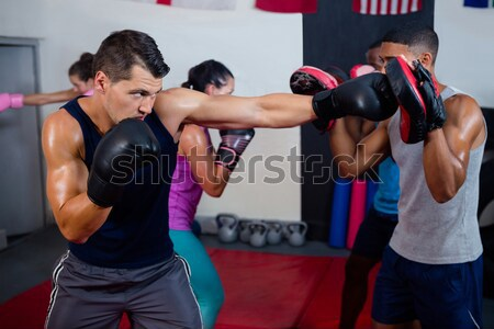 Focus opleiding fitness studio vrouw Stockfoto © wavebreak_media