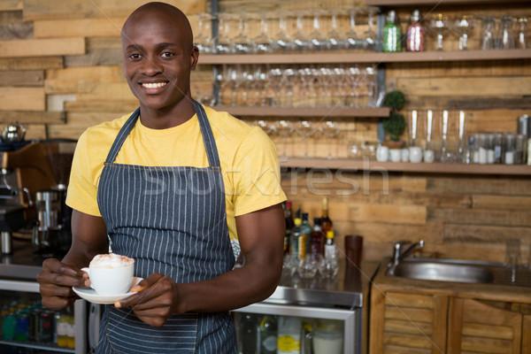 Glimlachend mannelijke barista koffiekopje cafe Stockfoto © wavebreak_media