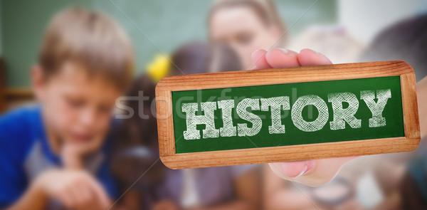 Historia cute mirando lupa mujer Foto stock © wavebreak_media