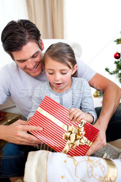 удивленный девочку Рождества настоящее отец Сток-фото © wavebreak_media