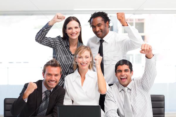 Boldog több nemzetiségű üzleti csapat ünnepel siker iroda Stock fotó © wavebreak_media