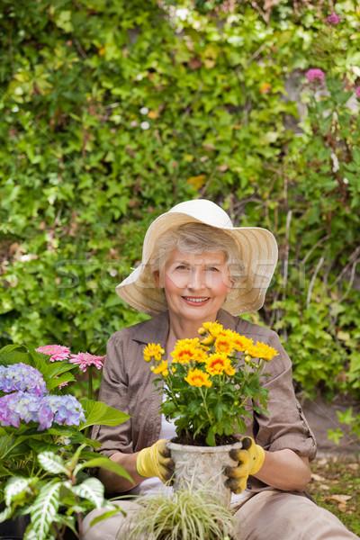 Pensione donna lavoro giardino capelli home Foto d'archivio © wavebreak_media