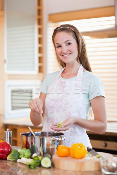 Portre gülümseyen kadın pişirme mutfak gıda gülümseme Stok fotoğraf © wavebreak_media