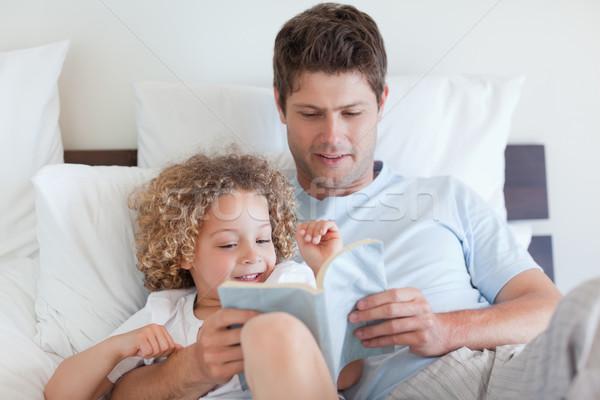 Baba okuma öykü çocuk kitap adam Stok fotoğraf © wavebreak_media