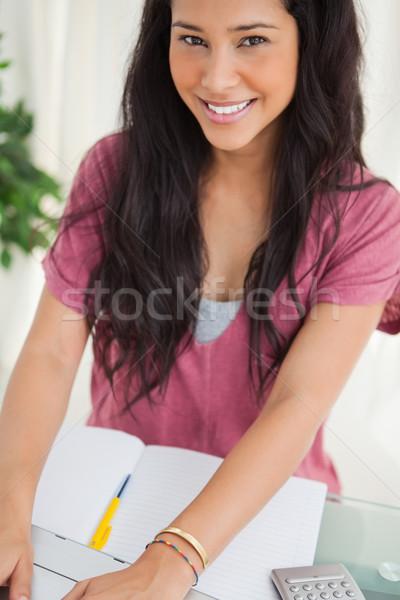 Portret uśmiechnięty brunetka student za pomocą laptopa praca domowa Zdjęcia stock © wavebreak_media