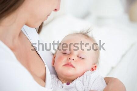 Cute baby slapen armen moeder slaapkamer Stockfoto © wavebreak_media