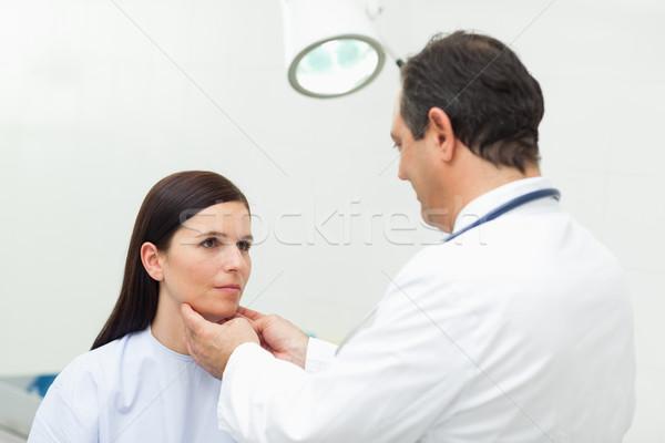врач шее пациент комнату женщину Сток-фото © wavebreak_media