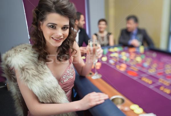 Femme fourrures roulette table casino argent Photo stock © wavebreak_media