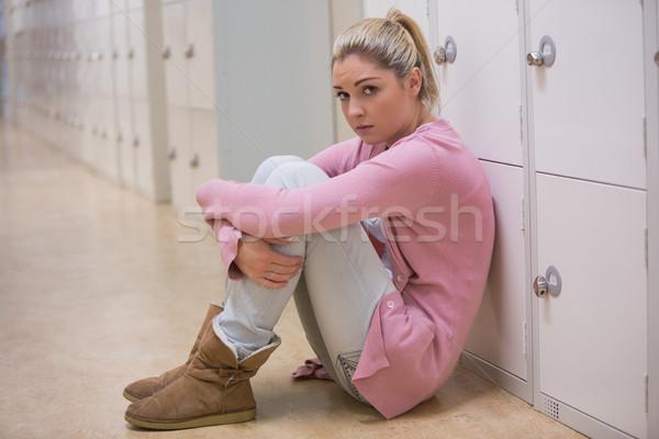 Bouleversé fille séance couloir éducation élèves Photo stock © wavebreak_media