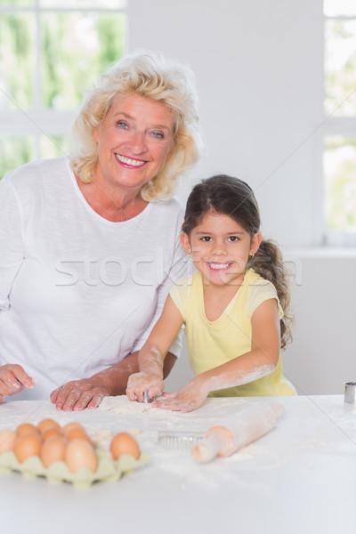 Enkelin Großmutter Kekse zusammen Haus Mädchen Stock foto © wavebreak_media
