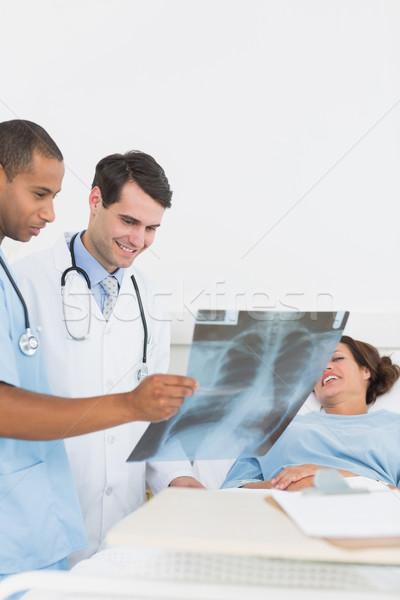 Orvosok megvizsgál röntgen beteg kórház orvos Stock fotó © wavebreak_media
