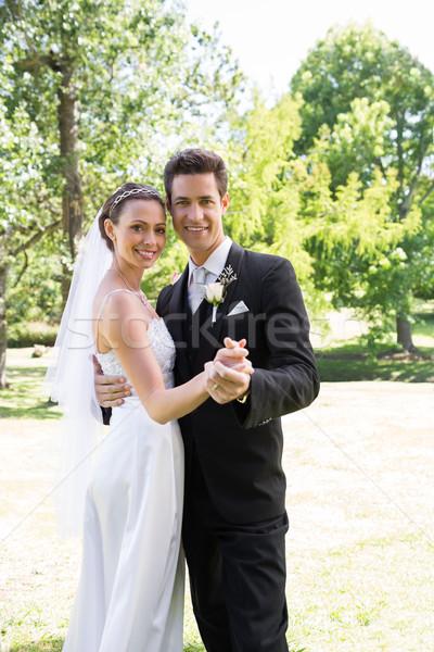 újonnan pár tánc kert portré boldog Stock fotó © wavebreak_media