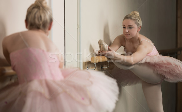 Bella ballerina up dance studio balletto Foto d'archivio © wavebreak_media
