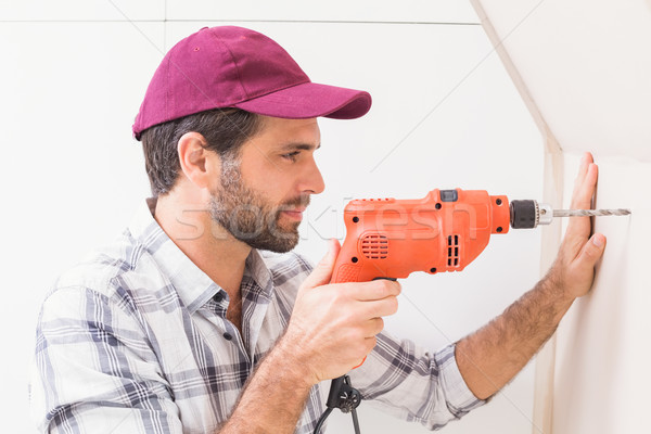 Pracownik budowlany wiercenie otwór ściany domu Zdjęcia stock © wavebreak_media