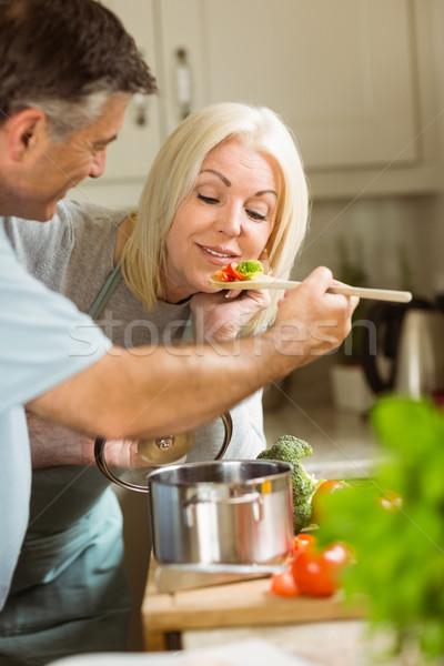 Olgun çift vejetaryen yemek birlikte ev Stok fotoğraf © wavebreak_media