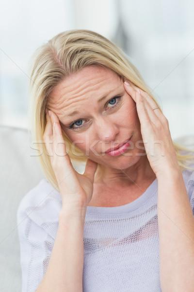 Portrait bouleversé femme salon main tête Photo stock © wavebreak_media