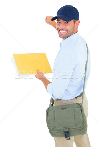 Uśmiechnięty listonosz list biały portret człowiek Zdjęcia stock © wavebreak_media