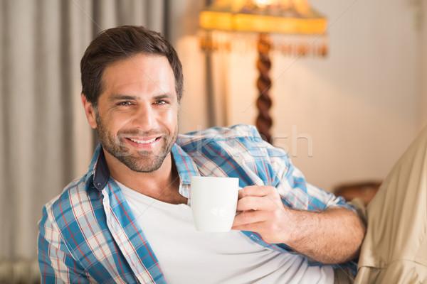 Knappe man ontspannen bed warme drank home slaapkamer Stockfoto © wavebreak_media