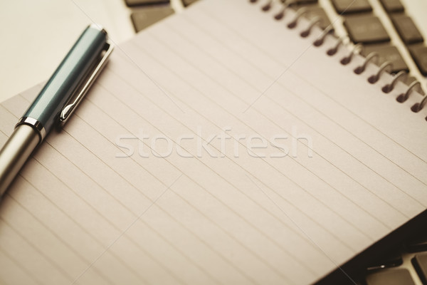 帳 ノートパソコン デスク ビジネス ペン 技術 ストックフォト © wavebreak_media