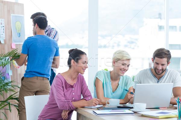Yaratıcı arkadaşları dizüstü bilgisayar kullanıyorsanız toplantı iş adamları ofis Stok fotoğraf © wavebreak_media