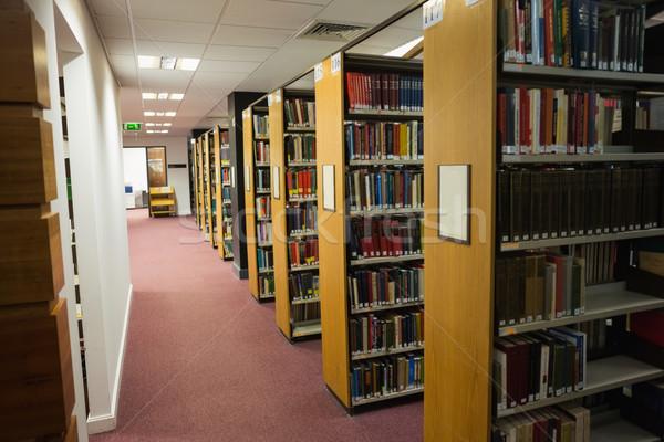 Boeken boekenplank bibliotheek universiteit school onderwijs Stockfoto © wavebreak_media