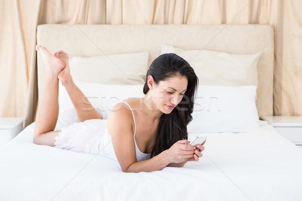 Сток-фото: довольно · брюнетка · диване · домой · женщину
