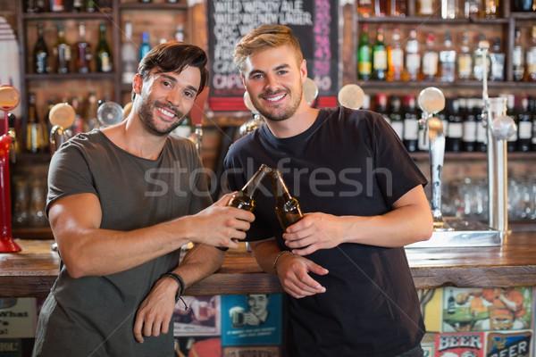 Foto stock: Retrato · sonriendo · masculina · amigos · cerveza